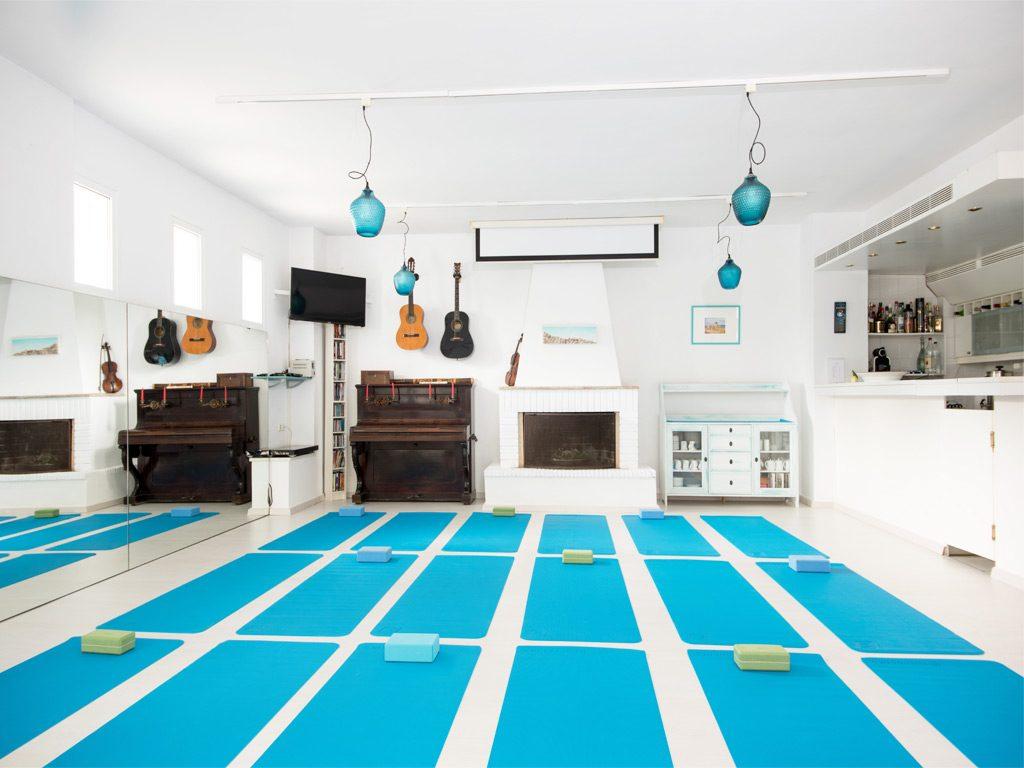 daphnes-hotel-workshops-yoga-12