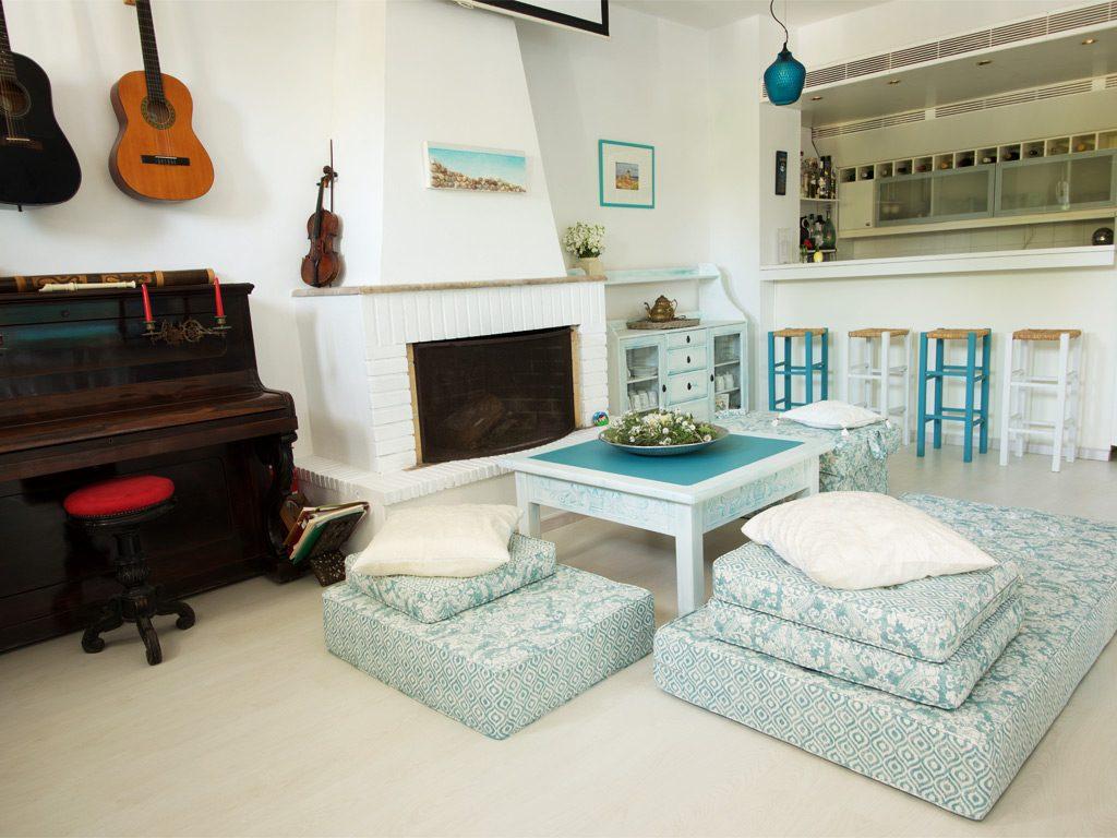 daphnes-hotel-living-room_1